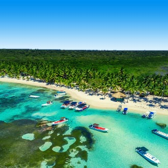 luchtfoto van tropical island beach in Punta Cana