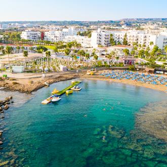pernera beach bij protaras badplaats van cyprus