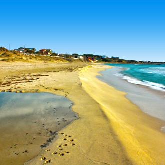 Het strand van Puglia in Italie