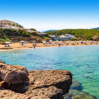 Het strand in Es Figueral