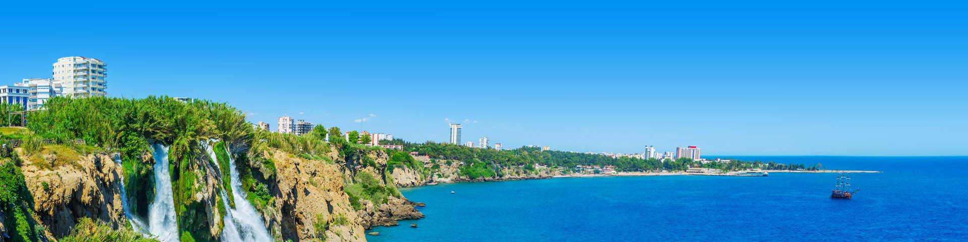 Prachtige helderblauwe zee Lara, Turkije