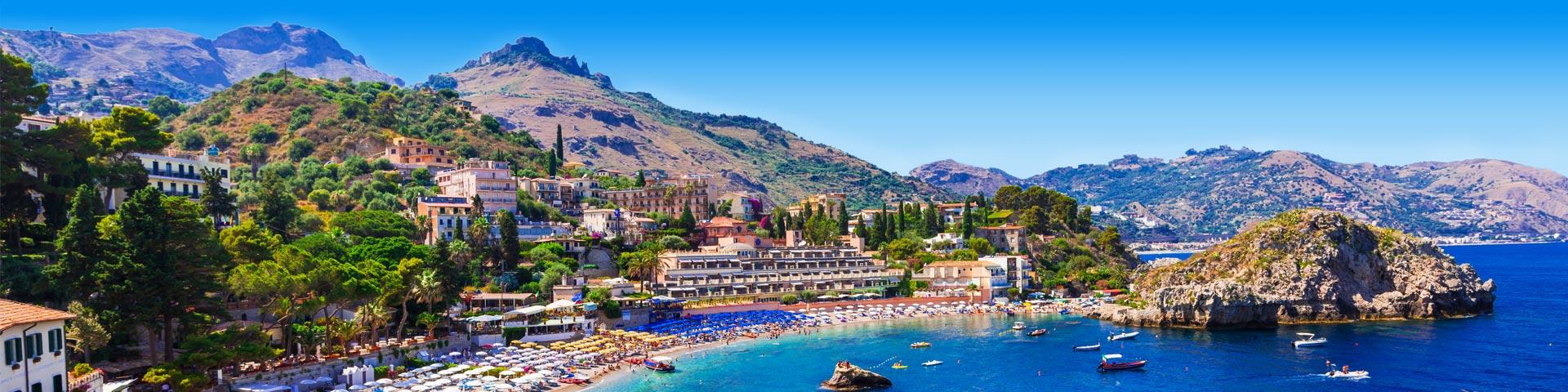 Uitzicht op een baai op het eiland Sicilië tijdens een all inclusive vakantie