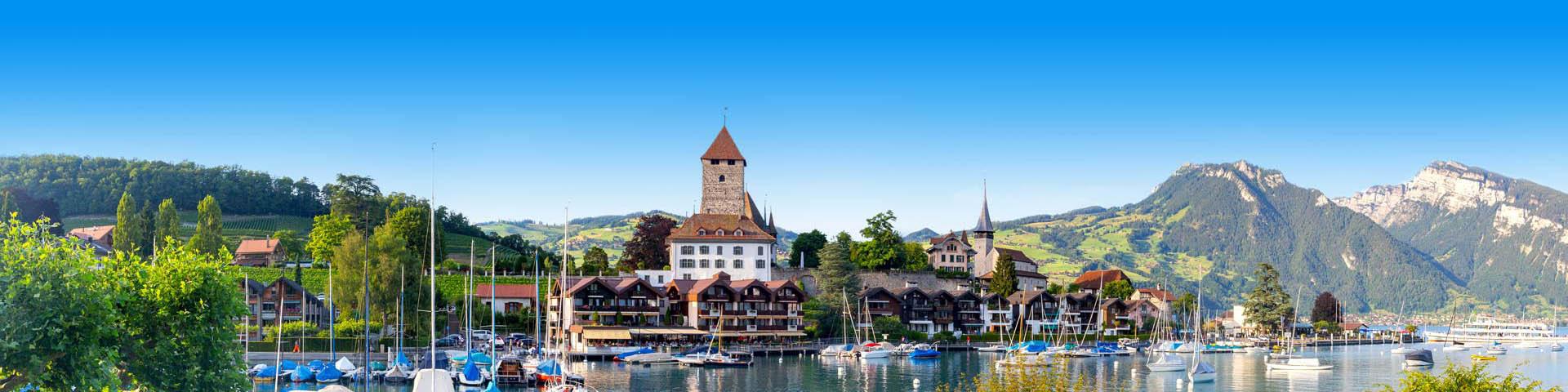 Dorpje met een haven in Zwitserland