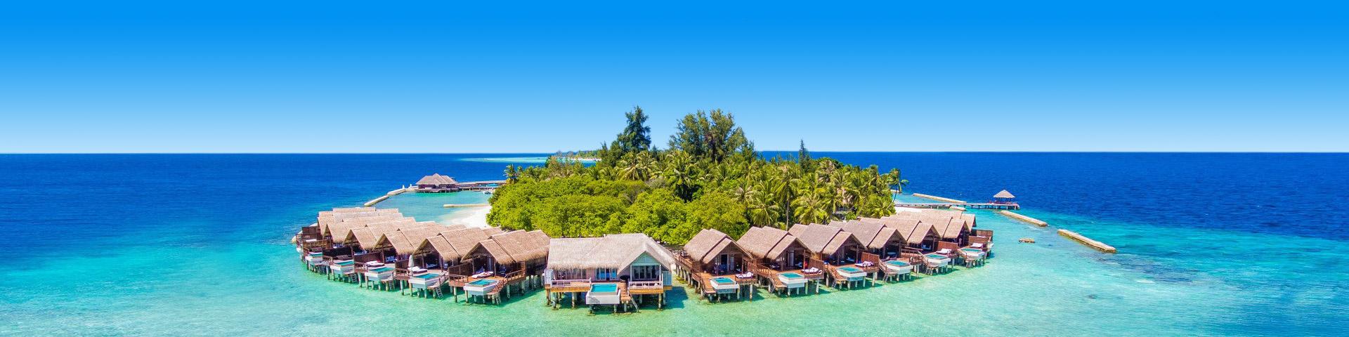 Boutique resort op het strand omringd door blauwe zee