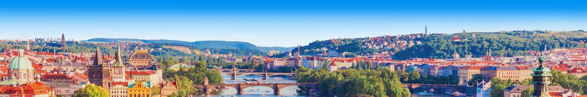 Foto van een kanaal met bruggen in Tsjechië