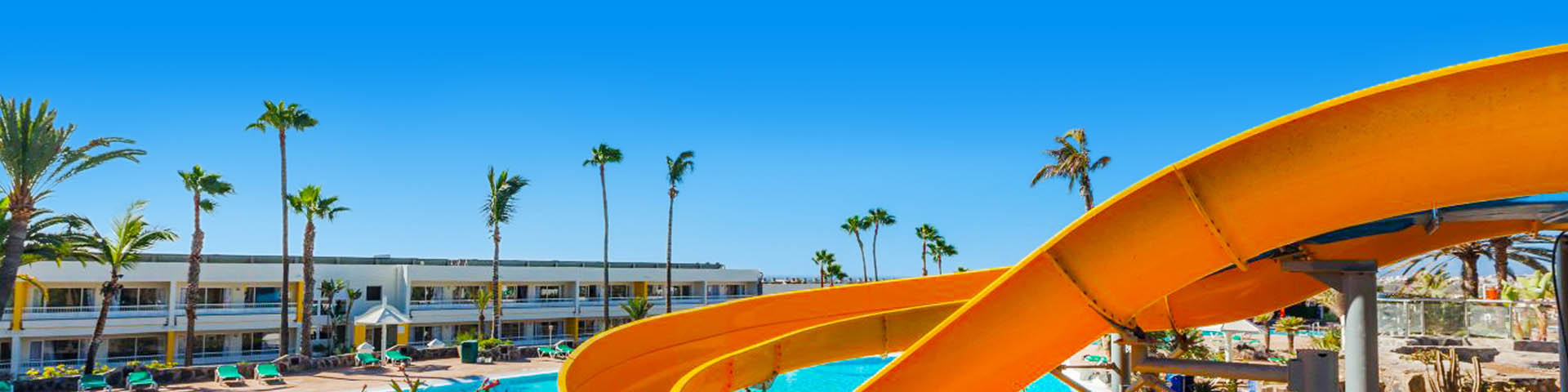 Waterpark met glijbaan op de Canarische Eilanden