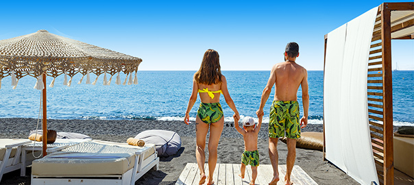Gezin op vakantie op het strand